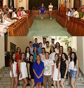 Los participantes en el certamen Miss y Mister World Castellón visitan el Ayuntamiento