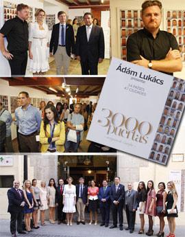 Inauguración de la exposición 3.000 puertas del fotógrafo húngaro Ádám Lukács con la presencia de la embajadora de Hungría