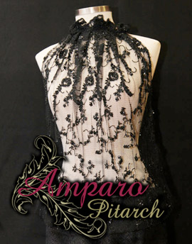 Detalles de encaje para vestir en Amparo Pitarch