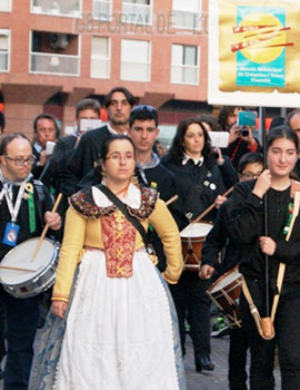 Concentración de las agrupaciones participantes en el XV Homenatge de Castelló a la dolçaina i el tabal