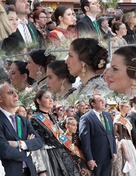 Pasacalles y mascletá del las reinas de los pueblos de la provincia