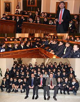 Alumnos del colegio San Cristóbal visitan el Ayuntamiento de Castellón