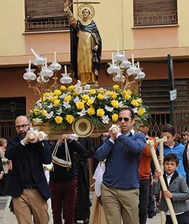 Procesión con la imagen de San Vicente hasta la Santísima Trinidad de Castellón