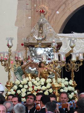 Procesión con la imagen de la Virgen del Lledó de Castellón
