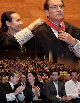 Imposición de la Cruz de San Raymundo de Penyafort al magistrado y   expresidente de la Audiencia Provincial de Castellón, Carlos Domínguez