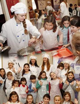Primeros pasos de pequeños chefs en el taller de cocina del Real Casino Antiguo