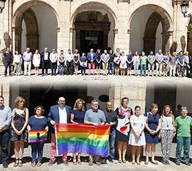 Castellón guarda un minuto de silencio por el atentando en Orlando