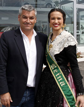 La Reina de las Fiestas y sus damas de honor visitan Comauto