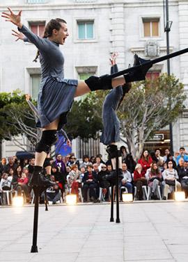 Imágenes de Mulïer, espectáculo de danza sobre zancos