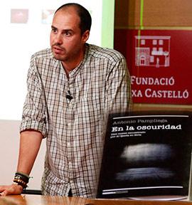 Charla del periodista Antonio Pampliega en la Fundación Caja Castellón