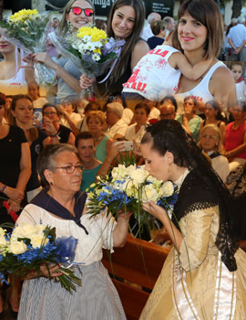 El color de las flores en la ofrenda a Sant Pere en el Grao