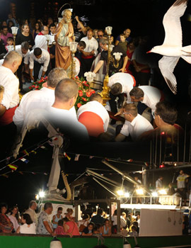 La procesión marítima de Sant Pere en el gran día de las fiestas del Grao