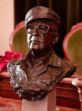 Nuevo busto del poeta Miquel Peris i Segarra en Castellón