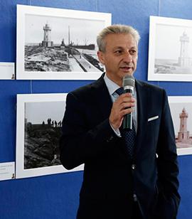 Inauguración de la exposición sobre los cien años de historia del Faro del Muelle de Costa