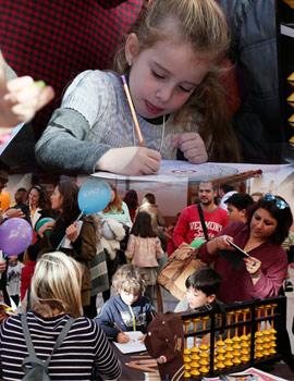 Las Aulas un espacio para que los niños celebren el año nuevo