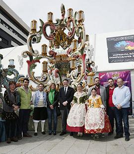 El presidente de la Generalitat visita la Gaiata 18 Crèmor, ganadora de la fiestas