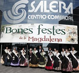 Visita de las reinas de las fiestas al Centro Comercial Salera