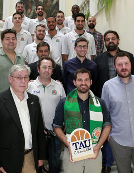 Recepción en el Ayuntamiento de Castellón al club TAU Castelló-Amics del Bàsquet