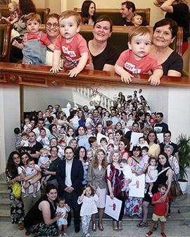 Entrega de diplomas de ciudadanía a los recién nacidos de Castellón