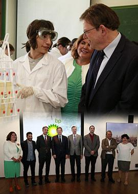 Ximo Puig visita las instalaciones implicadas en el ciclo formativo de Química Industrial