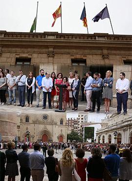 Concentración en Castellón para expresar la repulsa del asesinato de Martina y Nerea