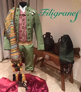 Los trajes de Adrián Peris, acompañante de la reina infantil de la Fira d´Onda 2018 por Filigranes