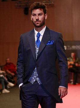 Desfile de moda para ceremonia del diseñador Paco Roca