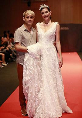 Moda para novias en el desfile de Higinio Mateu