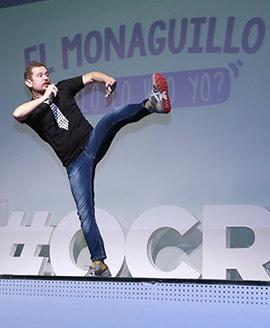 El show del Monaguillo llena el acto de Onda Cero Castellón