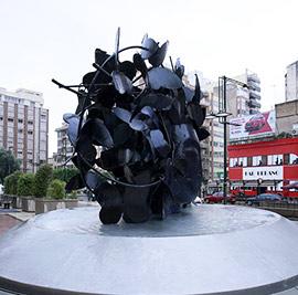 La escultura de Manolo Valdés, Mariposas, en la avenida Rey D. Jaime de Castellón