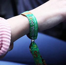 Entrega de las primeras pulseras oficiales de la Magdalena de 2019