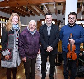 José Navarrete cumple 100 años escribiendo poesías en la Biblioteca de la Casa Abadía de la Fundación Caja Castellón