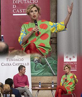Conferencia de Ágatha Ruiz de la Prada en la semana de actos de apoyo a la mujer en Castellón