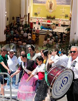 Misa mayor en honor a San Pedro y mascletá