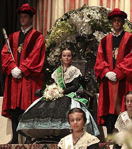 Acto de imposición de bandas a la reina infantil, Gal.la Calvo, y su corte