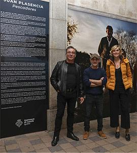 La exposición Pescadores de Juan Plasencia en la plaza Santa Clara de Castelló
