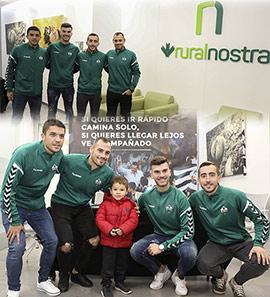 César, Carles, Calavera y Rubén Díez firmando autógrafos en Ruralnostra