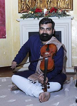 Actuación del violinista Dr. Arun Venkitaraman