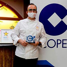 Antonio García Blanch recoge el primero de los VI Premios GastroCope Castellón